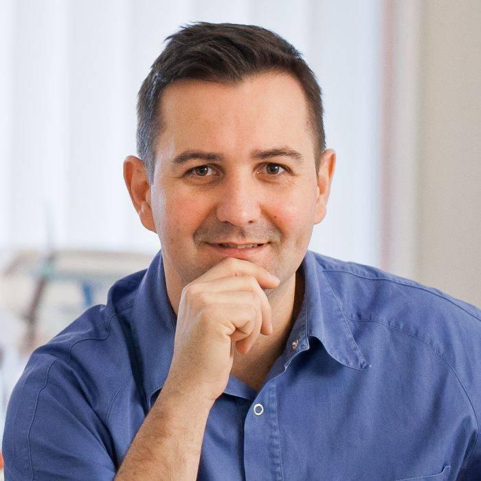 Dr. Zoltán Oláh, tannlege og spesialist i konservative og proteseteknikk