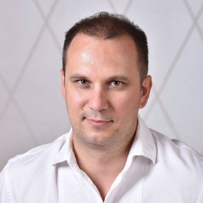 Dr. Gábor Nemes, tannlege og spesialist i konservative og proteseteknikk