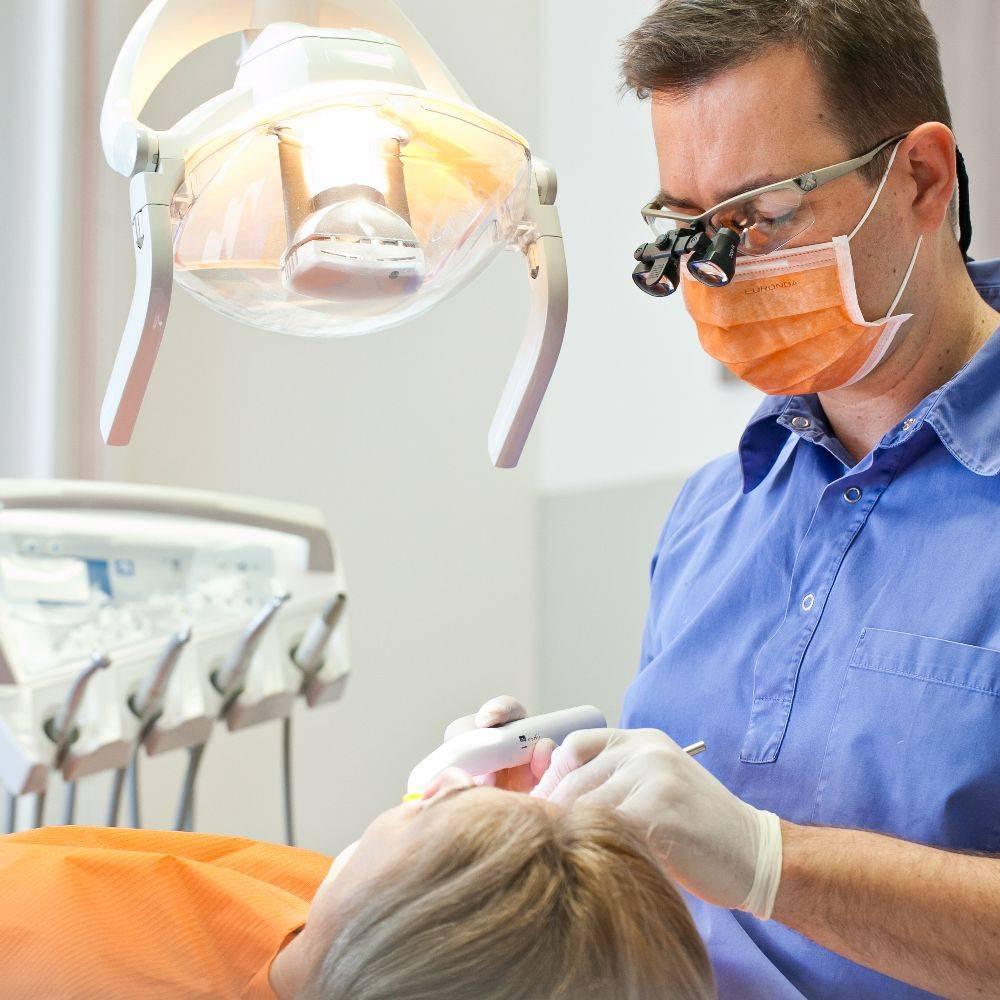 Tannbehandling i Budapest